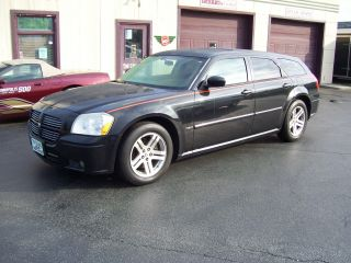 2006 Dodge Magnum R / T Wagon 4 - Door 5.  7l photo
