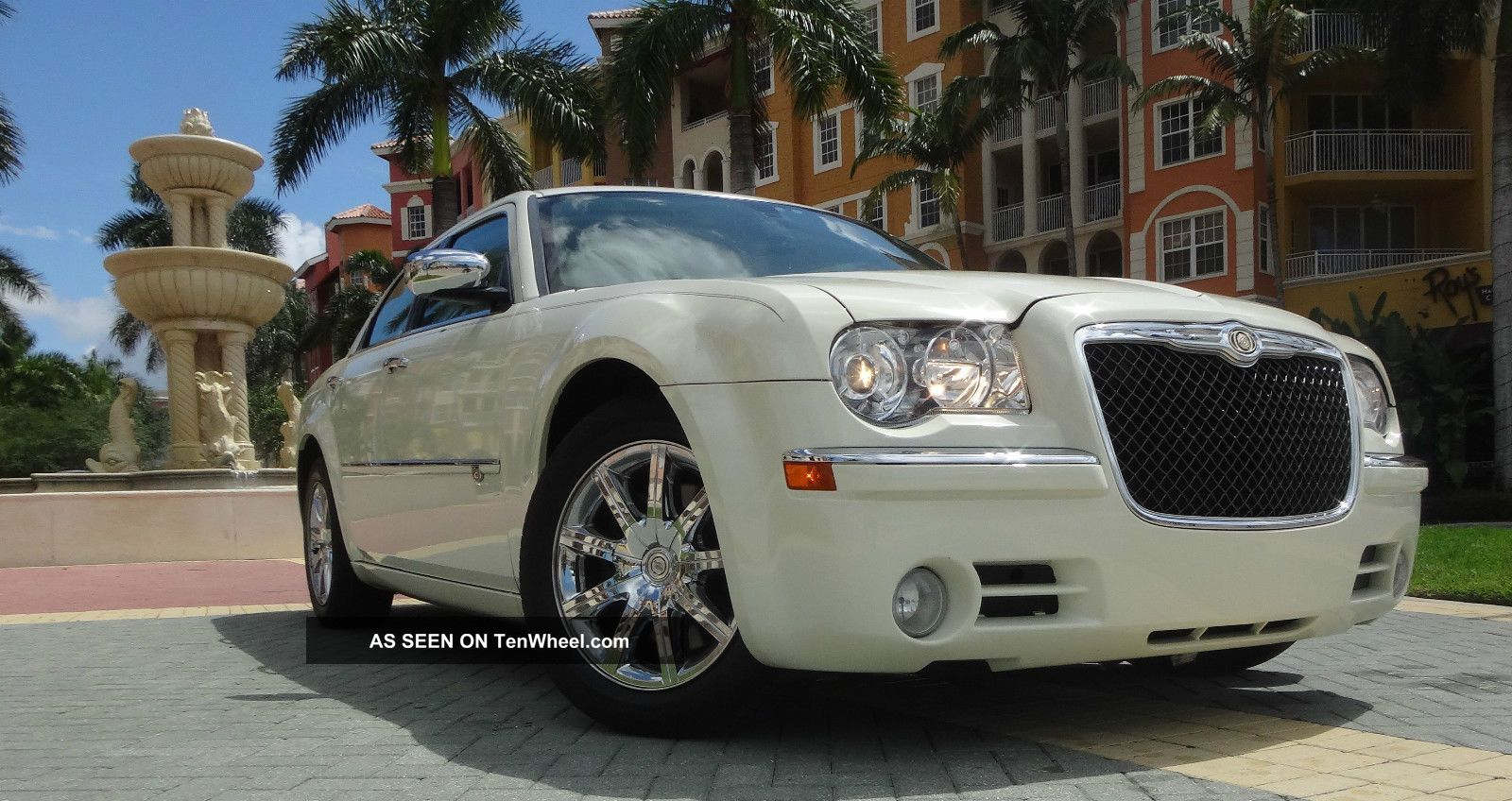 2010 Chrysler 300 C Sedan 4 - Door 5.  7l Hemi Pearl White Satellite Other photo