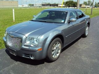 2007 Chrysler 300 C Sedan 4 - Door 5.  7l photo