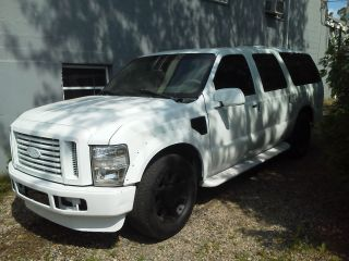200o Ford Excursion W / 2009 Front Clip photo