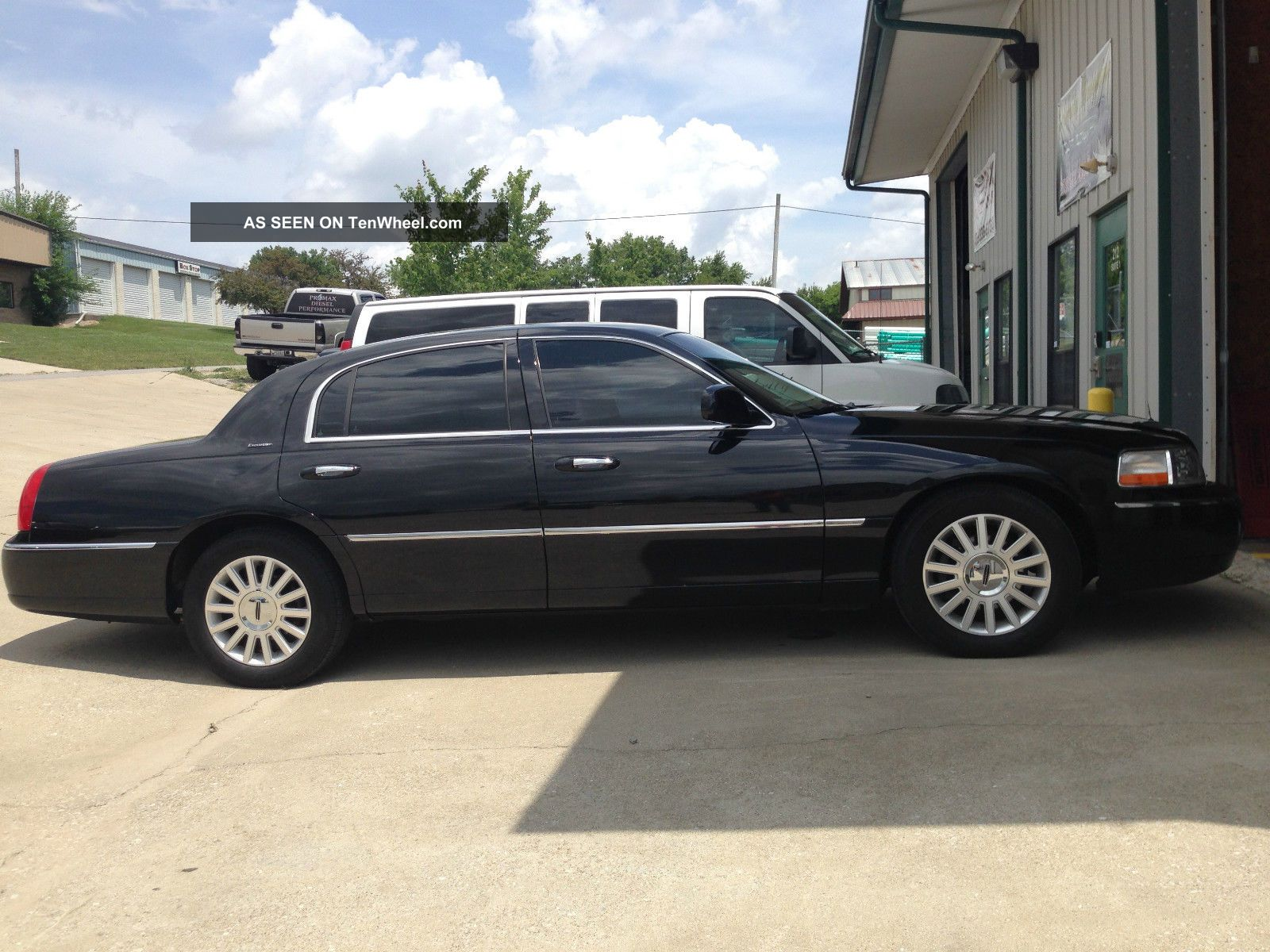 2003 Lincoln Town Car Limo Limousine Town Car photo