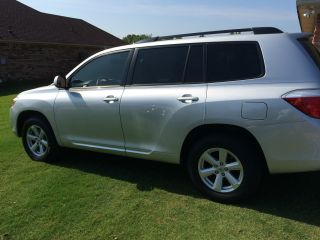 2010 Toyota Highlander Base Sport Utility 4 - Door 3.  5l V6 photo