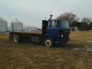1989 Mack Tractor Truck Mid Liner Diesel photo