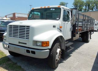2000 International 4700 T444e 7.  3l Diesel photo