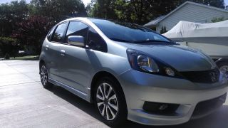 2013 Honda Fit Sport Hatchback 4 - Door 1.  5l photo