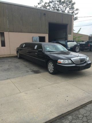 Limousine Lincoln Royale 2004 Black 10 Passenger 5 Doors photo