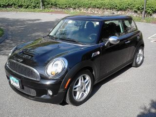 2009 Mini Cooper S Hatchback 2 - Door 1.  6l 1598cc L4 Gas Dohc Turbocharged Fwd photo