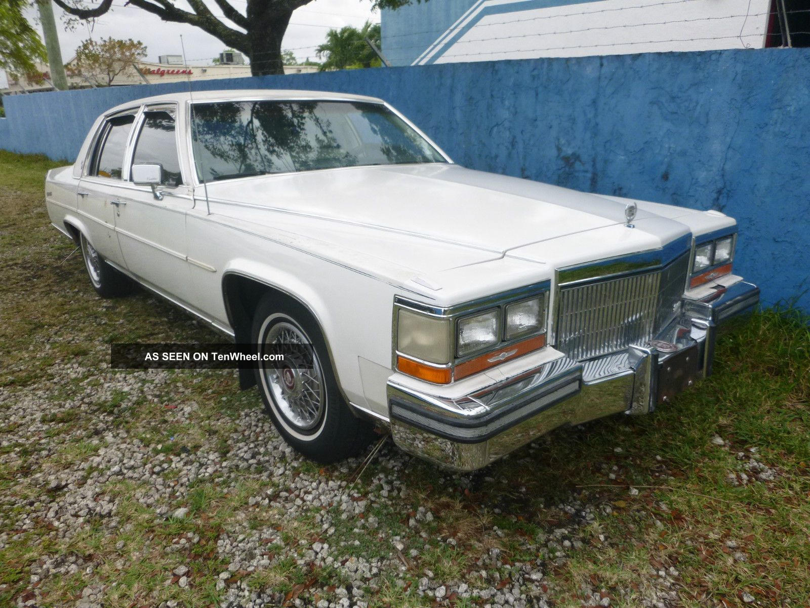 1989 Cadillac Brougham Deville Sedan 4 - Door 5.  0l,  307ci Other photo
