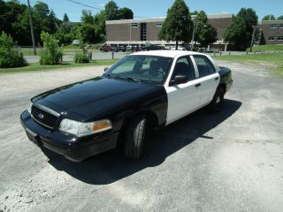 2008 Ford Crown Victoria Police Interceptor Retired Police Cruiser photo
