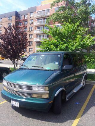 1998 Chevrolet Chevy Swing Hatchback 4 - Door 1.  6l photo