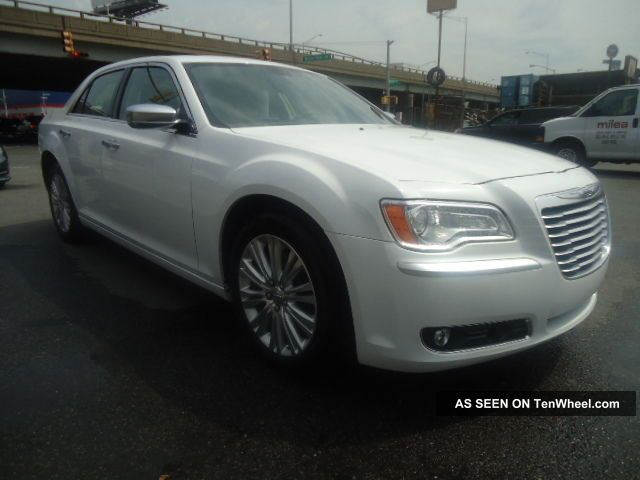 2013 Chrysler 300 C Awd Hemi - Loaded - Rebuilt Title,  No Visible Damage - $ave 300 Series photo