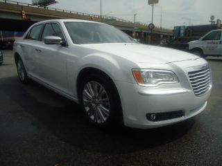 2013 Chrysler 300 C Awd Hemi - Loaded - Rebuilt Title,  No Visible Damage - $ave photo