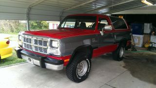 1991 Dodge Ramcharger Le Sport Utility 2 - Door 5.  2l photo