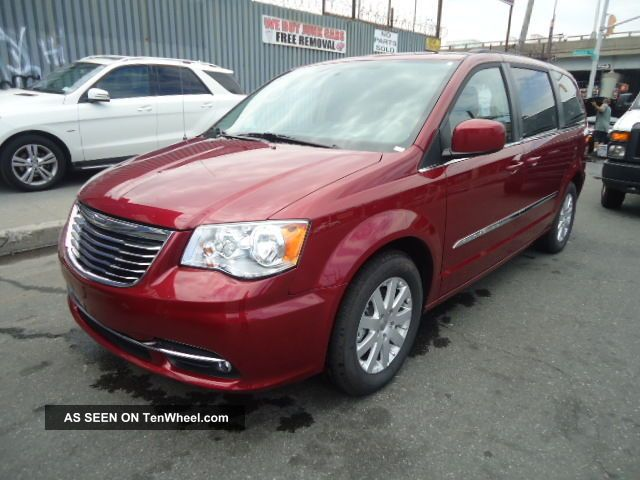 2014 Chrysler Town & Country Touring - Rear Collision - Title - $ave Town & Country photo