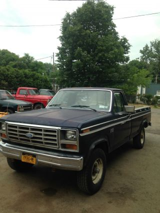 1982 Ford F - 250 Xl,  4 Wd photo