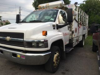 2007 Chevrolet 5500 Service Truck With Lift Gate And Compressor photo