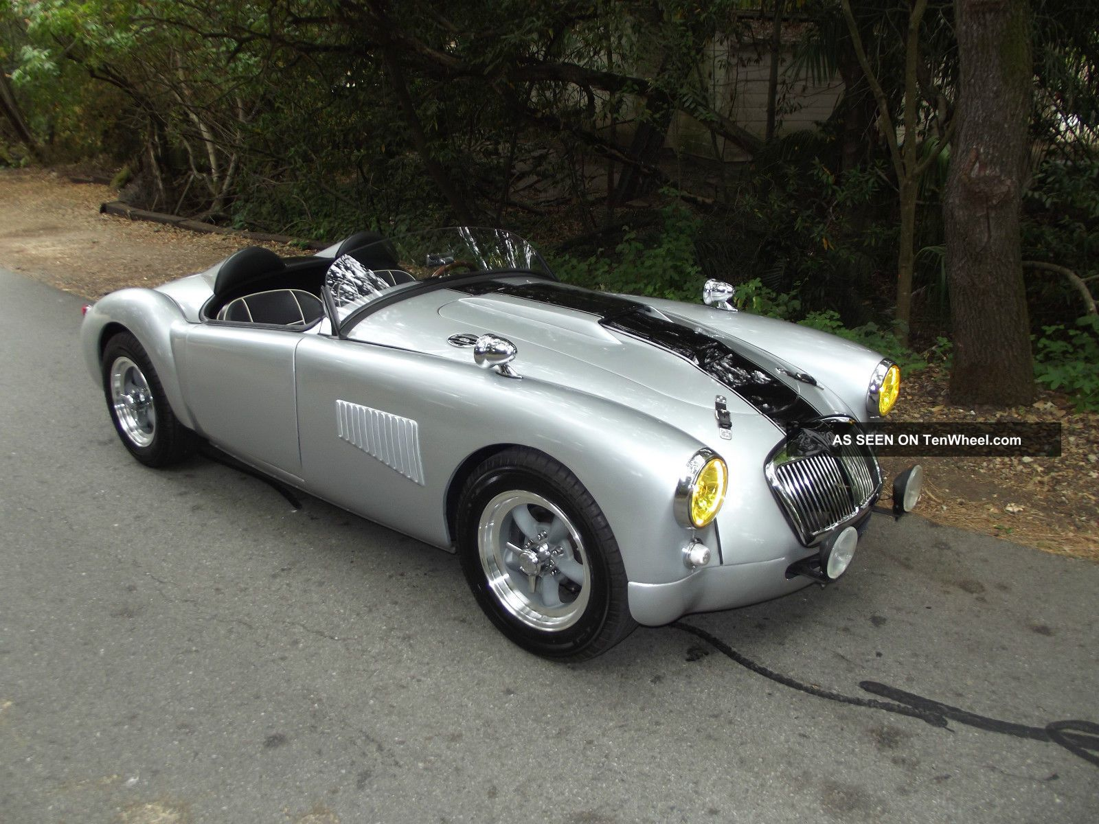 1958 mga custom roadster lemans style for Garage automobile le mans