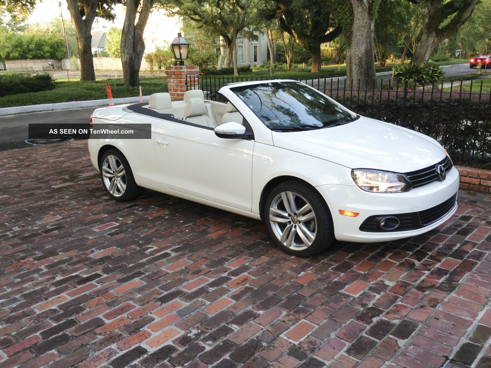 2012 Volkswagen Eos Executive Convertible 2 - Door 2.  0l Eos photo