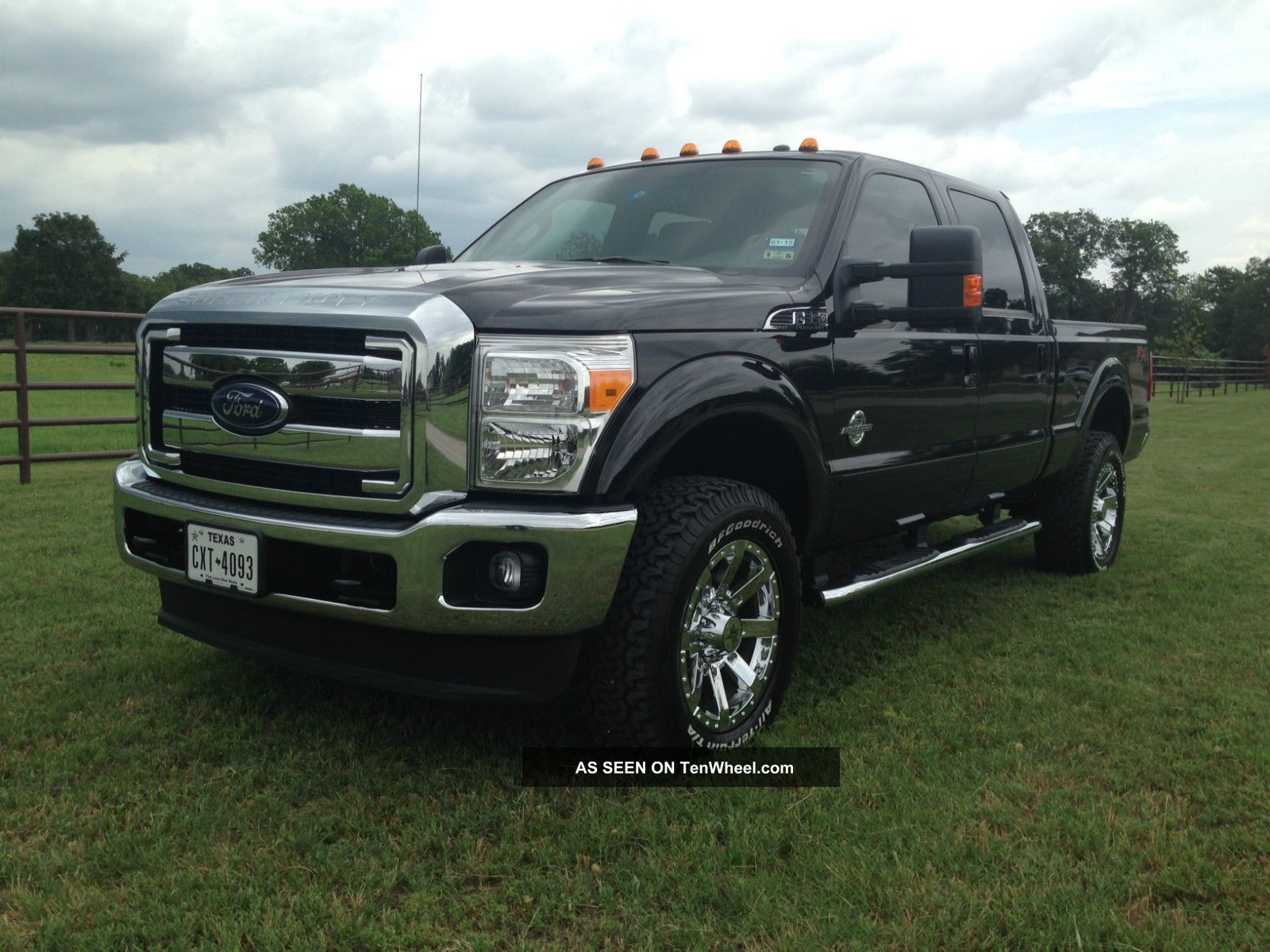 2014 ford f 350 duty lariat crew cab pickup 6 7l diesel 4x4 4wd f350. Black Bedroom Furniture Sets. Home Design Ideas