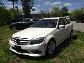 2011 Mercedes - Benz C300 photo