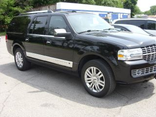 2009 Lincoln Navigator L Sport Utility 4 - Door 5.  4l photo