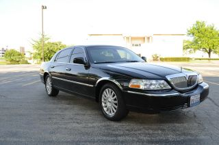 2003 Lincoln Town Car Signature Sedan 4 - Door 4.  6l photo