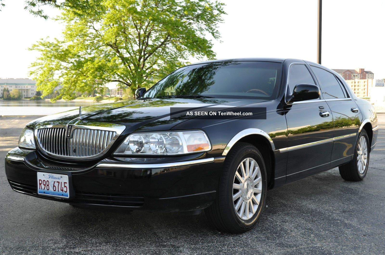 service manual 2003 lincoln town car 4 find used 2003 lincoln town car signature sedan 4 door 4. Black Bedroom Furniture Sets. Home Design Ideas