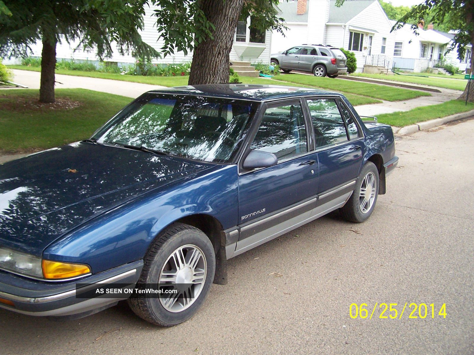 1991 Pontiac Bonneville Le Sedan 4 - Door 3.  8l Bonneville photo