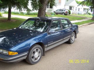 1991 Pontiac Bonneville Le Sedan 4 - Door 3.  8l photo