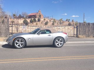 2008 Pontiac Solstice Base Convertible 2 - Door 2.  4l photo
