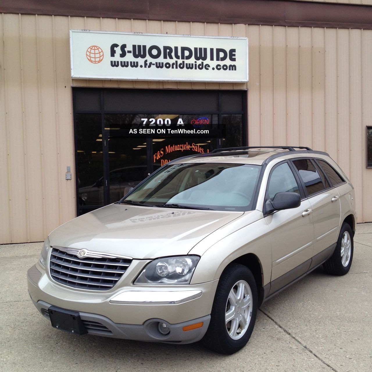 2006 Chrysler Pacifica Touring Sport Utility 4 - Door 3.  5l 3rd Row Fwd Pacifica photo
