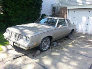 1981 Oldsmobile Cutlass Supreme Base Coupe 2 - Door 3.  8l photo