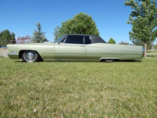 1967 Cadillac Coupe Deville W / Air Bags photo