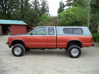 1992 Chevrolet S - 10 Ext.  Cab 4wd W / Matching Fiberglass Canopy,  3 Inch Rancho Lift. photo