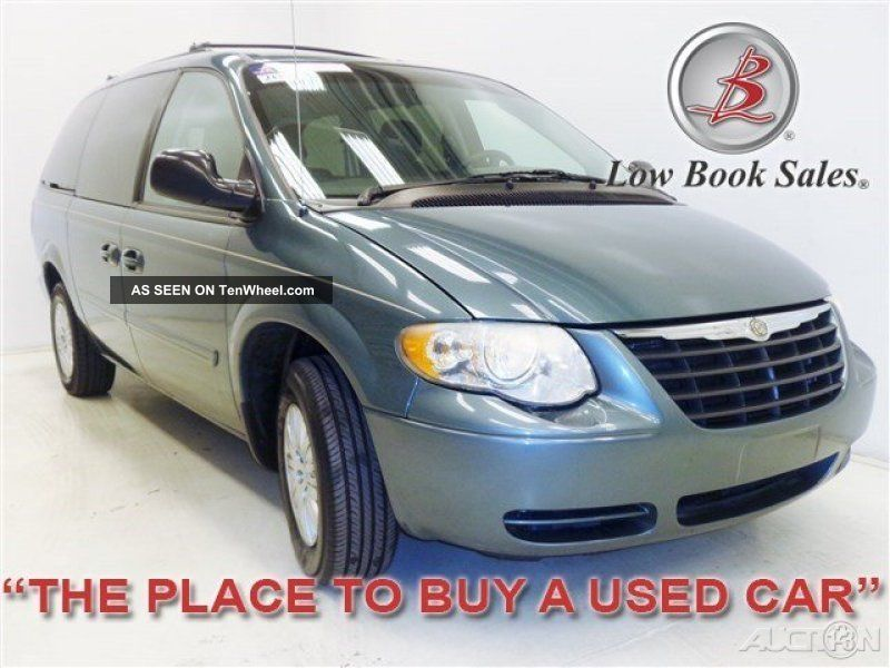 2006 Lx 3.  3l V6 12v Automatic Fwd Town & Country photo