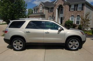 2010 Gmc Acadia Slt Sport Utility 4 - Door 3.  6l photo