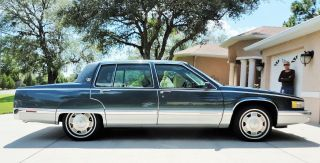 1992 Cadillac Fleetwood Base Sedan 4 - Door 4.  9l photo