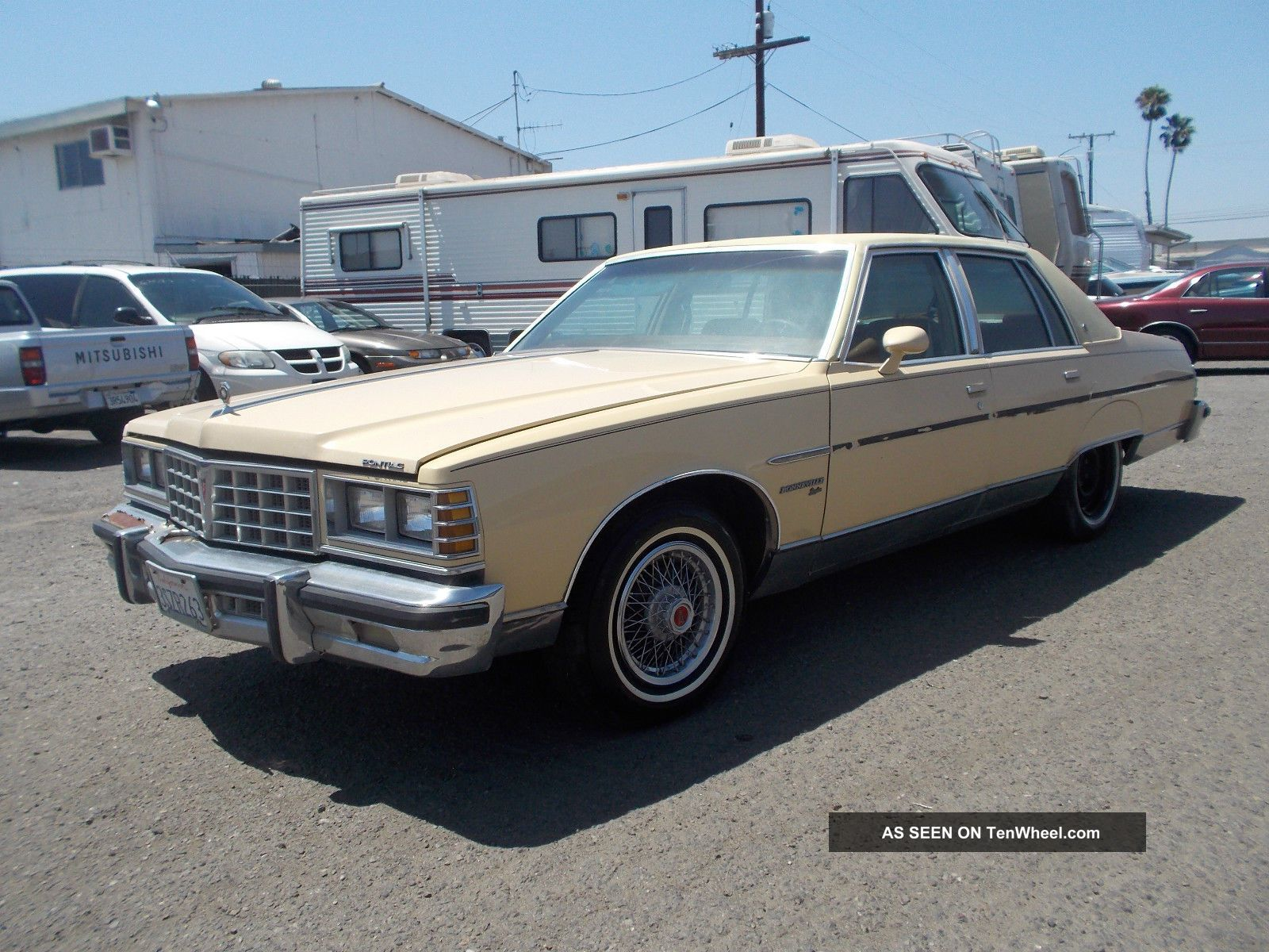 1977 Pontiac Bonneville, Bonneville photo