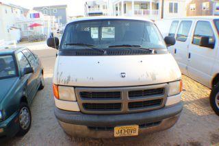 20042 Dodge Cargo Van 2500 photo