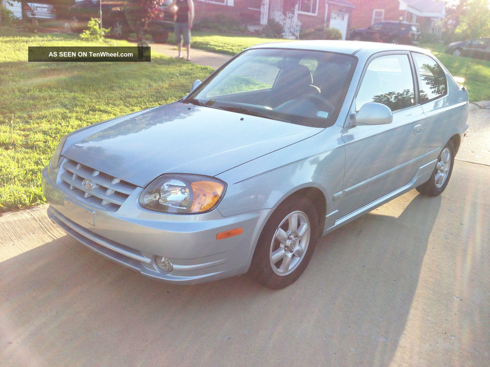 2005 Hyundai Accent Gt Hatchback 3 - Door 1.  6l Accent photo