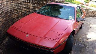 1984 Pontiac Fiero Se Coupe 2 - Door 2.  5l photo