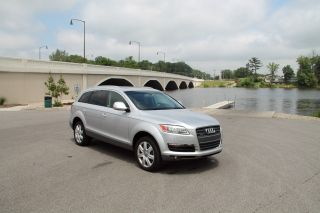 2007 Audi Q7 4.  8 Quattro 3rd Row Seat.  Towing Pkg photo