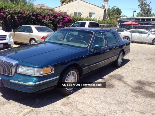 1997 Lincoln Town Car Signature Sedan 4 - Door 4.  6l Town Car photo