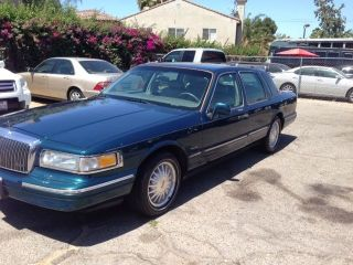 1997 Lincoln Town Car Signature Sedan 4 - Door 4.  6l photo