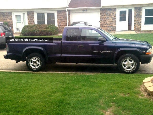 1998 Dodge Dakota Sport Extended Cab Pickup 2 - Door 3.  9l Dakota photo