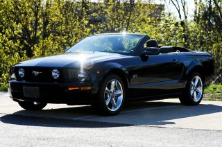 2007 Ford Mustang Gt Convertible 2 - Door 4.  6l photo