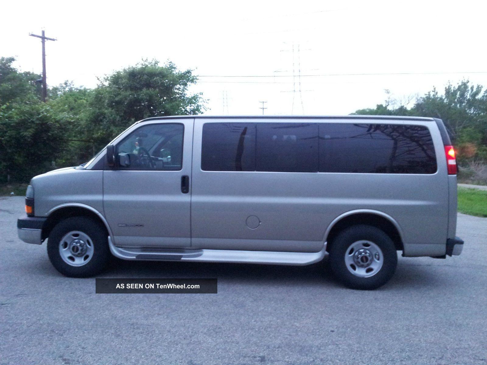 2003 Gmc Savana 3500 Base Standard 12 Passenger Van 3 - Door 6.  0l Savana photo