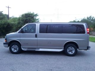 2003 Gmc Savana 3500 Base Standard 12 Passenger Van 3 - Door 6.  0l photo
