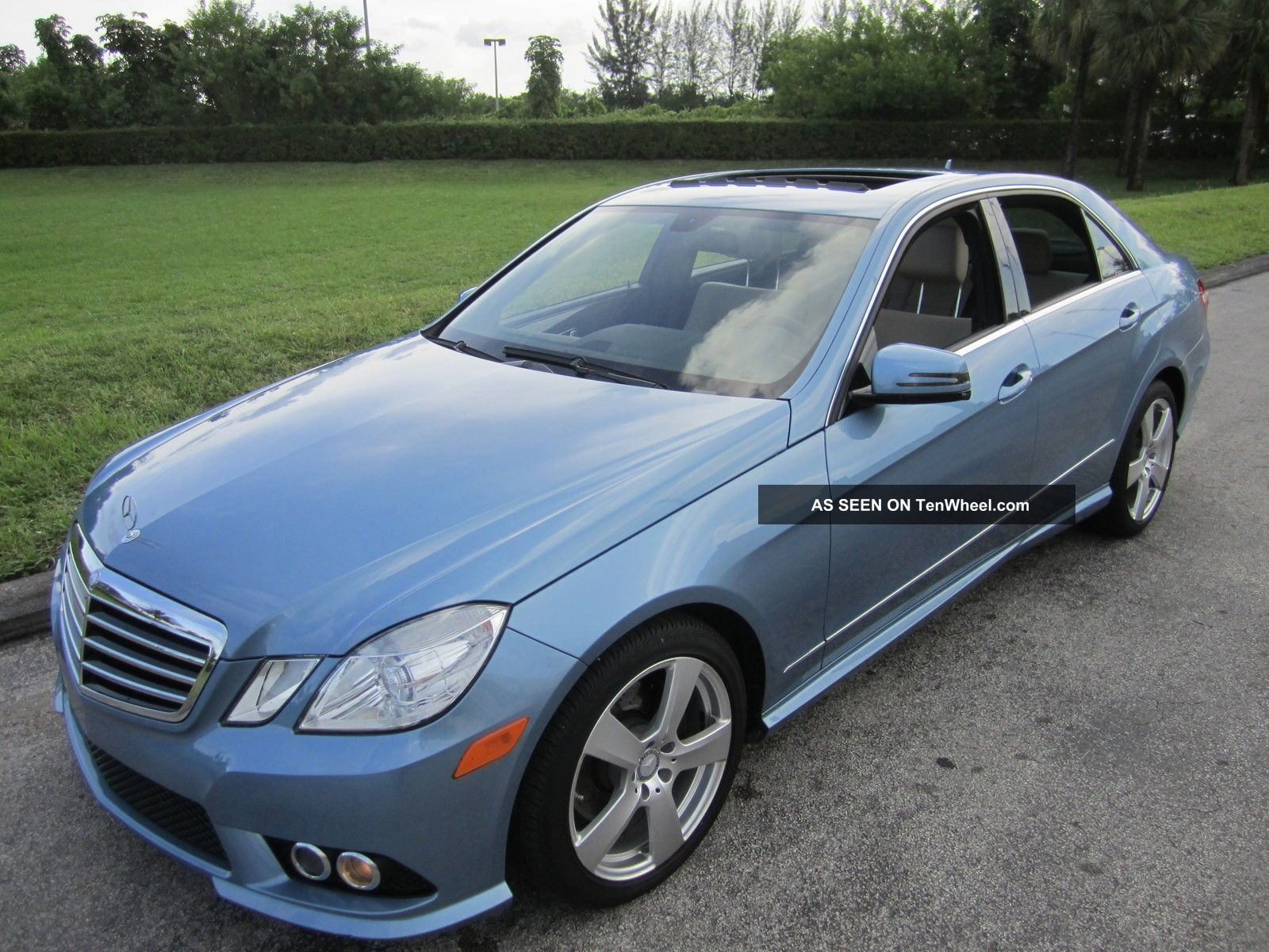 2010 Mercedes - Benz Quartz Blue Metalic E - Class 4dr E350 Sedan E-Class photo