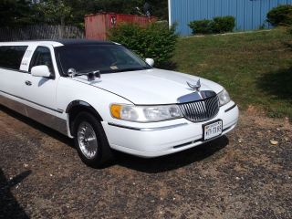 1998 Lincoln Town Car Executive Limousine 4 - Door 4.  6l photo